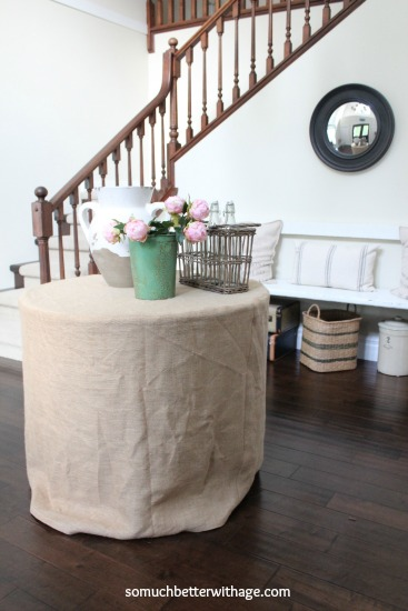 How to make a burlap tablecloth / tablecloth on table in front of staircase - So Much Better With Age