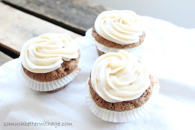 Best carrot cupcake recipe / carrot cupcakes on table - So Much Better With Age
