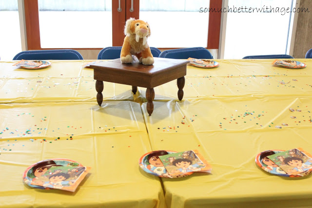 Safari birthday party / kids table decorated - So Much Better With Age