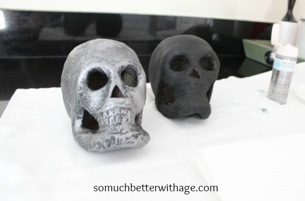 Easy last minute Halloween craft skulls / Faux zinc skulls - So Much Better With Age