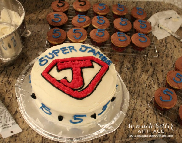 How to ice and decorate a cake like a pro / superhero cake - So Much Better With Age