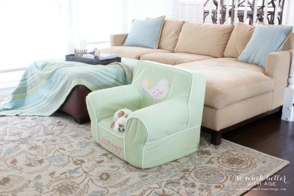 Kids' chair / Adding color to the family room via somuchbetterwithage.com
