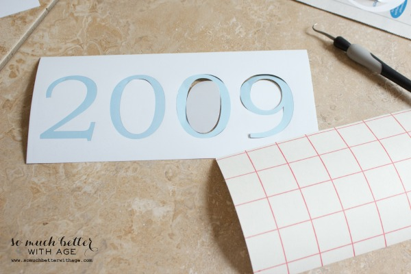 Cutting out 2009 from paper.