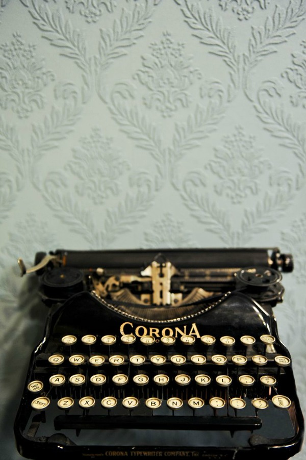 Photo shoot Tracey Ayton / picture of a typewriter - So Much Better With Age
