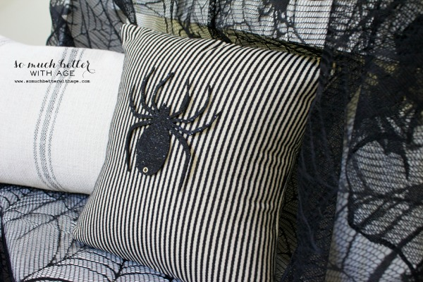 Easy Halloween Pillow / large spider on pillow - So Much Better With Age