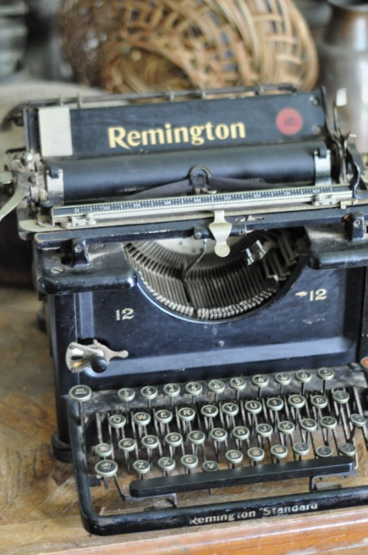 Up close picture of an antique looking typewriter.