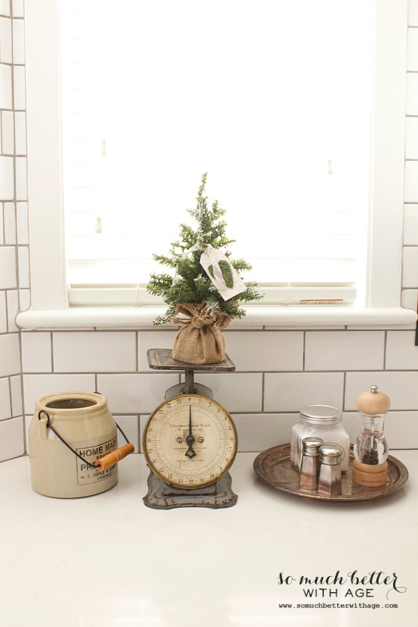 Christmas vignette in the kitchen | somuchbetterwithage.com
