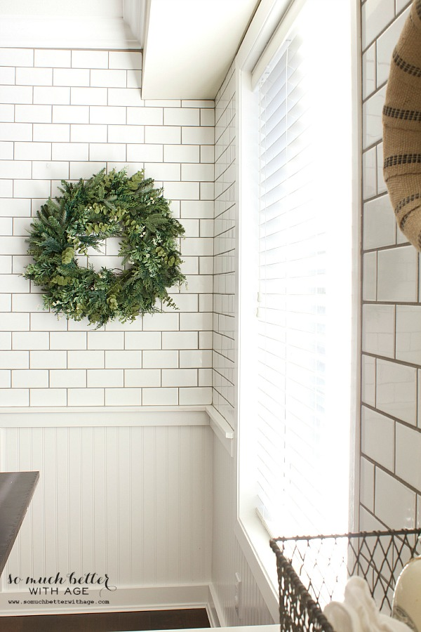 Balsam Hill Christmas wreath / Holiday Housewalk by somuchbetterwithage.com