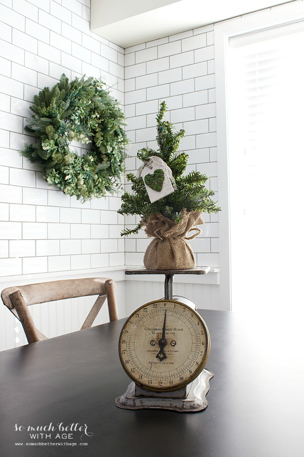 Green Christmas decor Holiday Housewalk by somuchbetterwithage.com