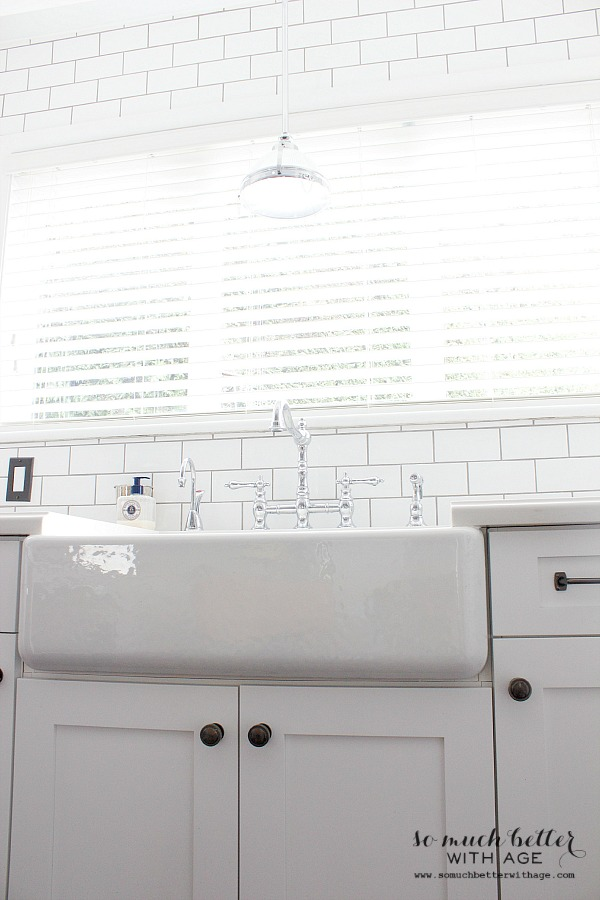 Farmhouse sink | somuchbetterwithage.com