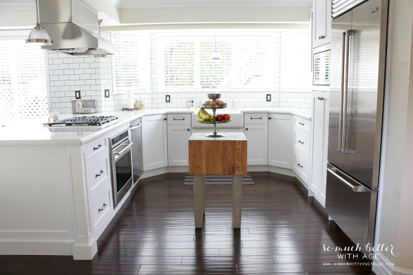 White kitchen / Industrial Vintage French kitchen | somuchbetterwithage.com