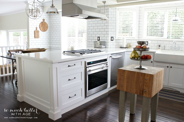 White French kitchen | somuchbetterwithage.com