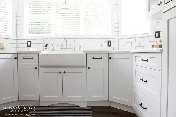 white porcelain sink and cupboards /Industrial Vintage French kitchen | somuchbetterwithage.com