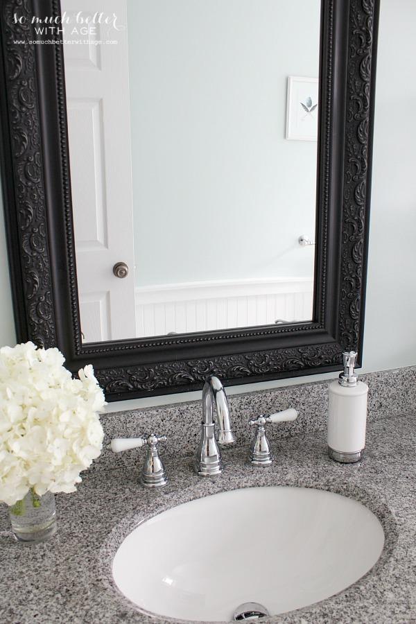 Vintage bathroom | somuchbetterwithage.com