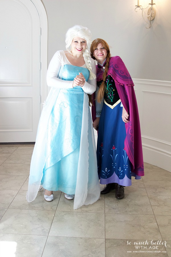 Elsa and Anna at an elegant Frozen birthday party |somuchbetterwithage.com