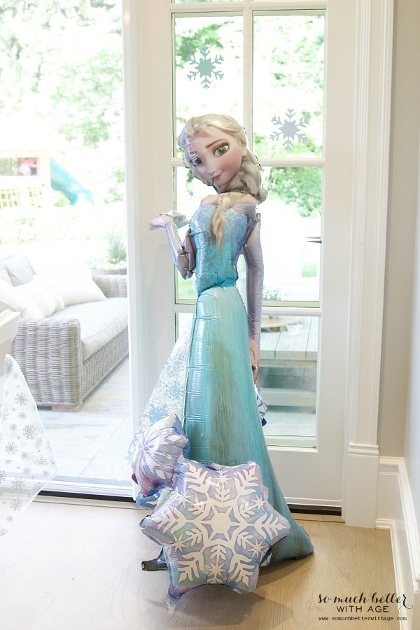 Elsa balloon at an elegant Frozen birthday party |somuchbetterwithage.com