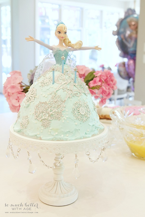 Elsa birthday cake at an elegant Frozen birthday party |somuchbetterwithage.com