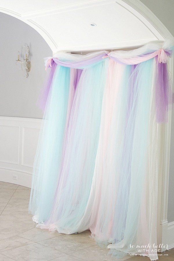 Photo backdrop at an elegant Frozen birthday party |somuchbetterwithage.com