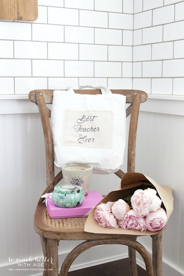DIY Teacher Gift - Best Teacher Ever Tote / tote bag filled with candles - So Much Better With Age