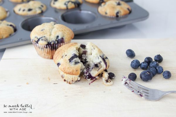 The Best Classic Blueberry Muffins / baked muffins - So Much Better With Age