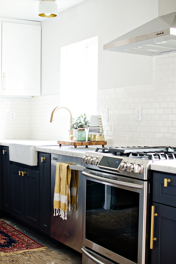 Kitchen Islands White Or Color / Brittany Makes  - So Much Better With Age