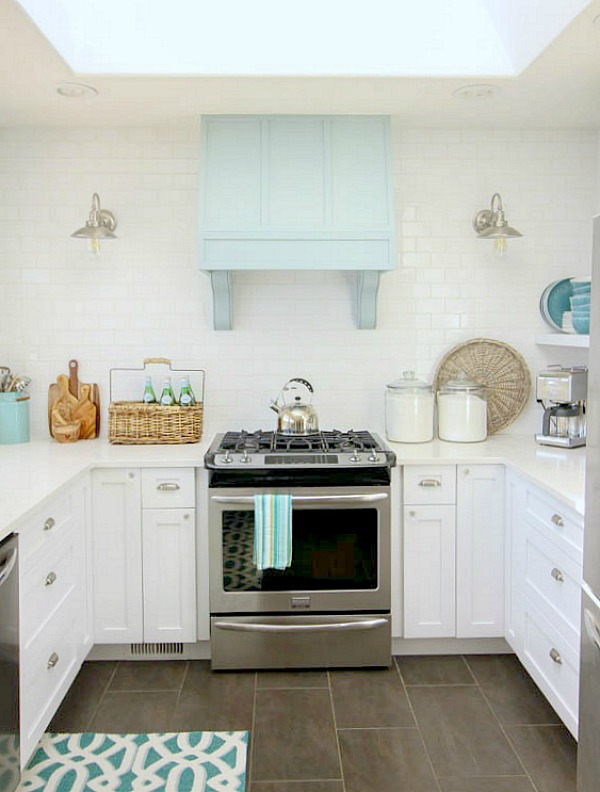 White and gold kitchen inspiration / The Happy Housie - So Much Better With Age
