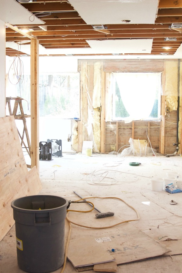 Renos in full swing at the Sweet Little Bungalow / renovation gut