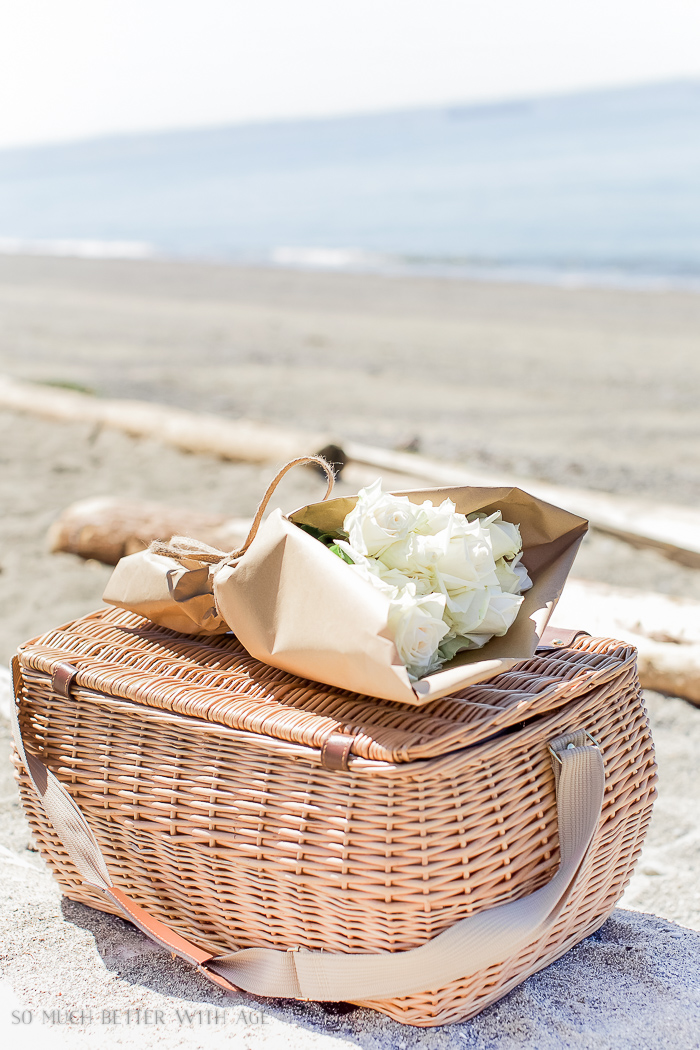 Picnic basket /What to Bring on a Beach Picnic & Printable List - So Much Better With Age