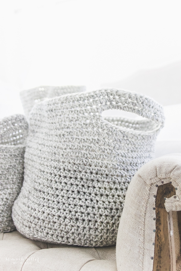 Decorating the master bedroom with neutral crocheted baskets