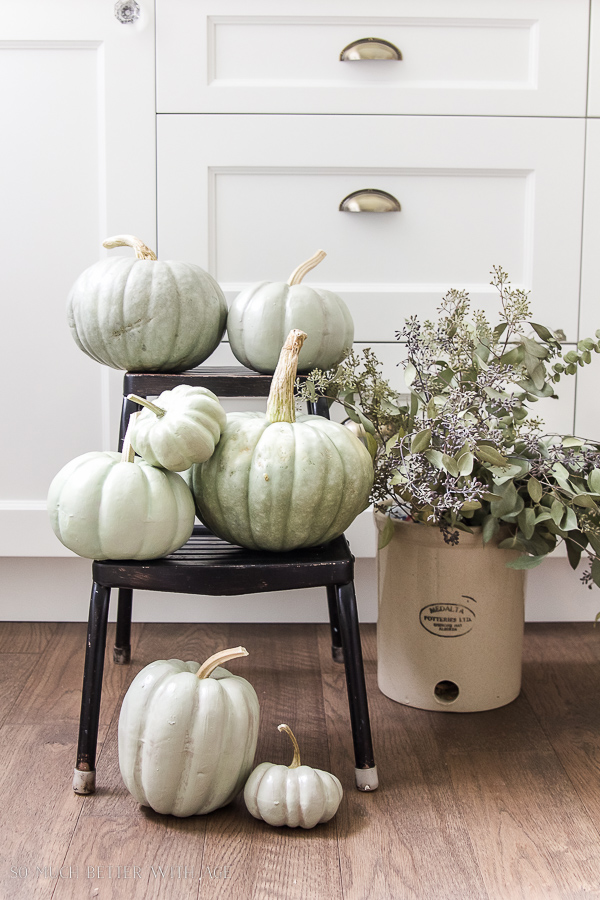 -DIY heirloom pumpkin tutorial /DIY sage green painted pumpkins - So Much Better With Age