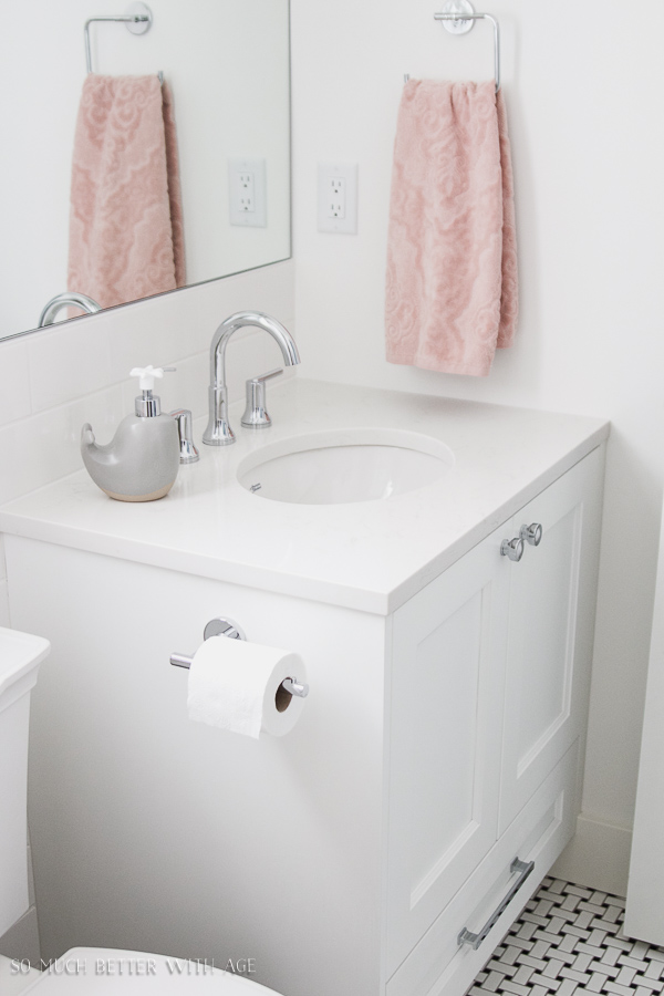Simple clean and white kids bathroom reveal / Grey, pink and white simple clean bathroom - So Much Better With Age
