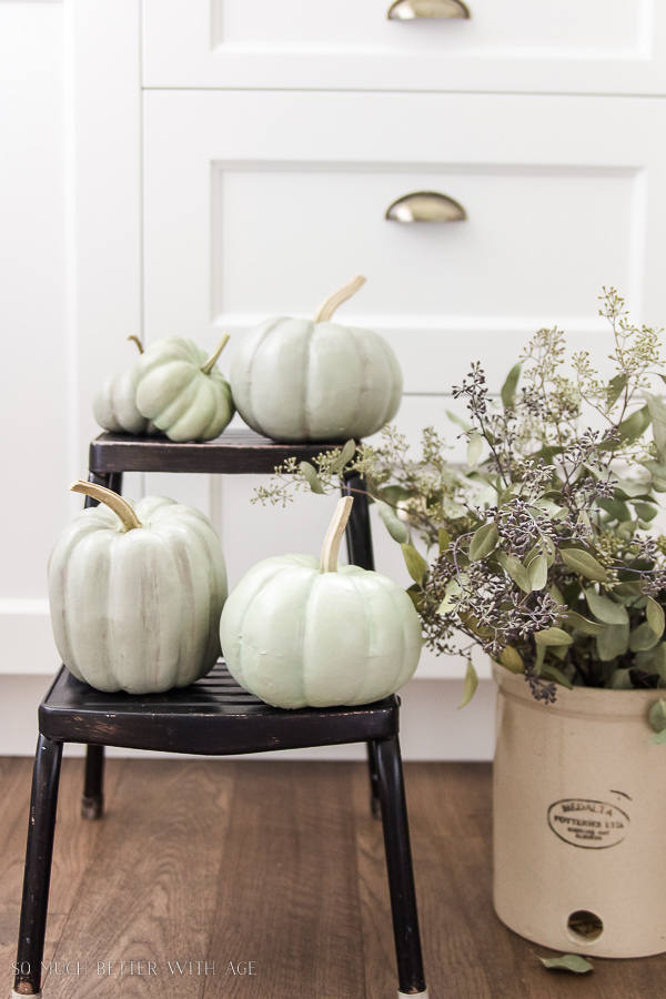 DIY heirloom pumpkin tutorial /pumpkins painted to look like heirloom pumpkins - So Much Better With Age