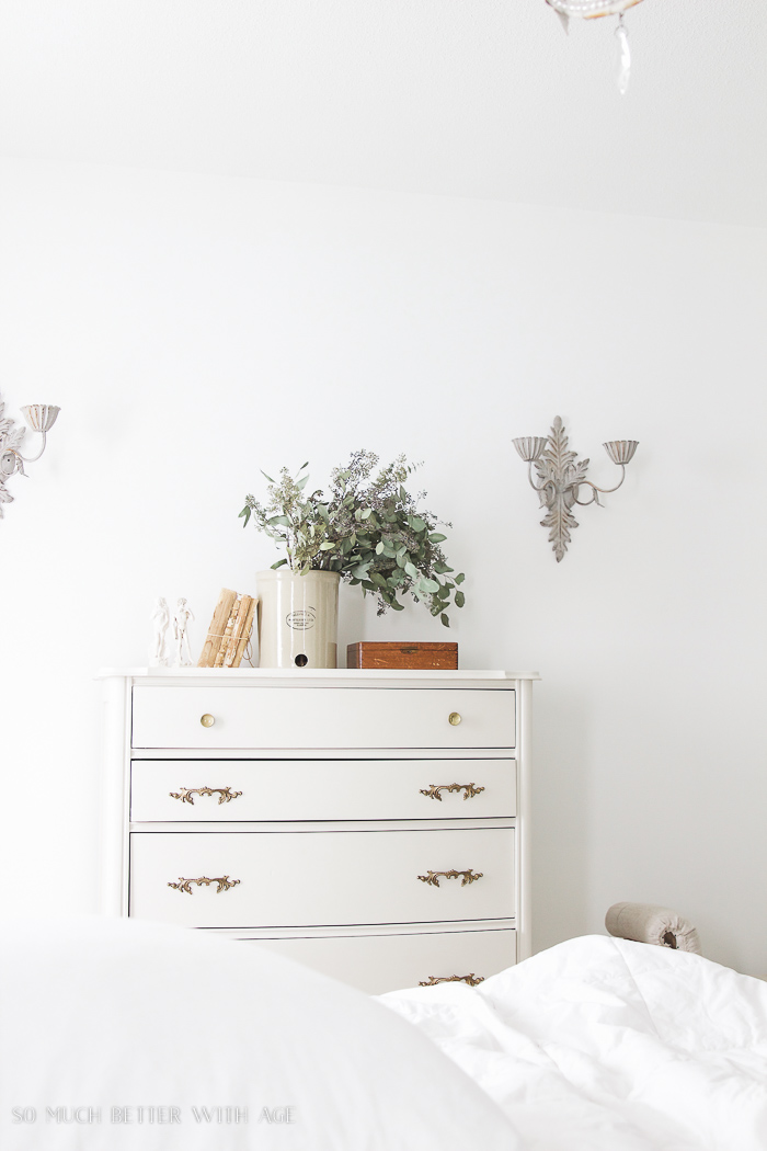 8 Steps on How to Finish Badly Damaged Furniture / white bedroom, white dresser - So Much Better With Age