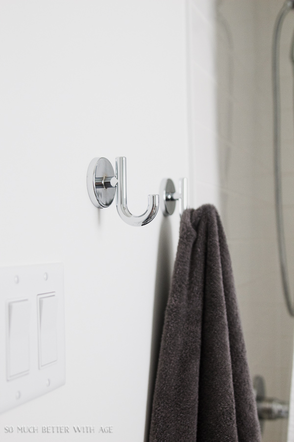 White bathroom, Delta Trinsic