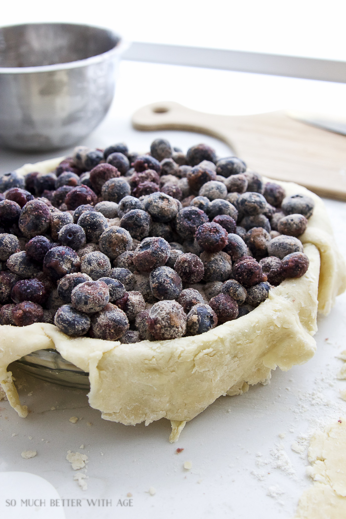 The best blueberry pie recipe / blueberries in pie crust unbaked - So Much Better With Age