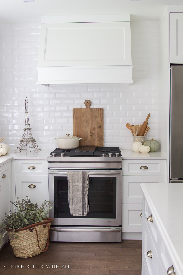 White pumpkins, white kitchen - Fall Kitchen Tour