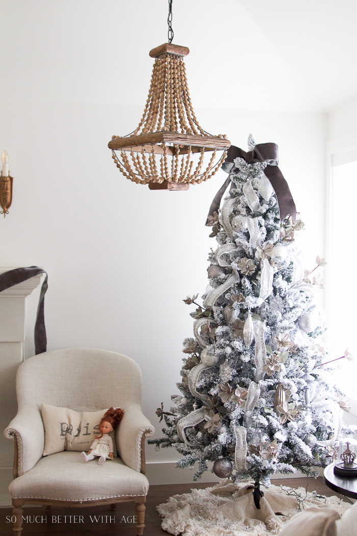 Beaded chandelier with flocked Christmas tree - Glittered and jewelled Christmas tree