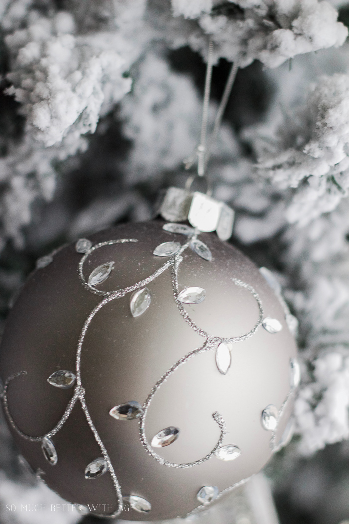 Silver and white Christmas ornaments - Glittered and jewelled Christmas tree