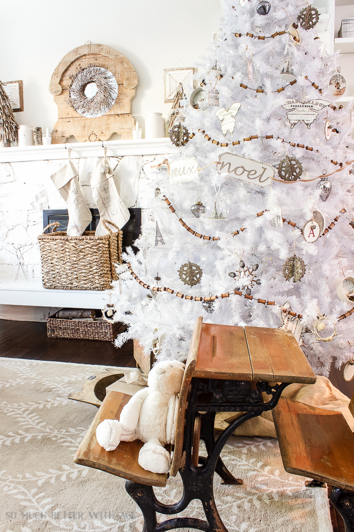 30+ Unique Christmas Decorating Ideas/white Christmas tree, neutrals- So Much Better With Age