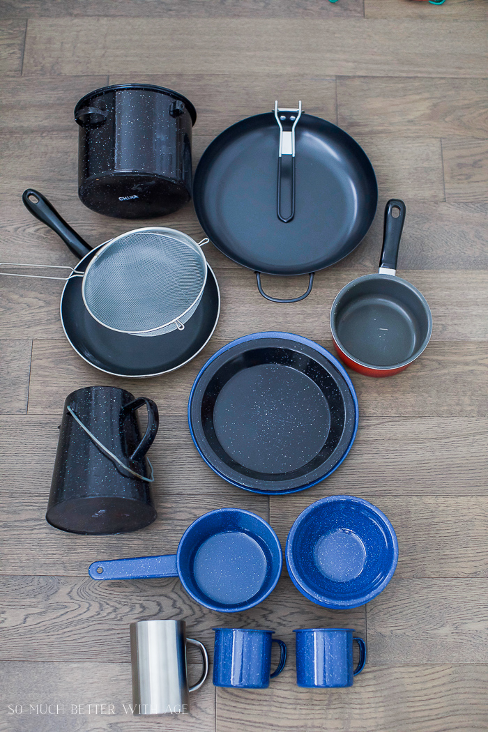 Camping pots & pans / The Beginner's Guide to Camping - Everything You Need to Take Camping