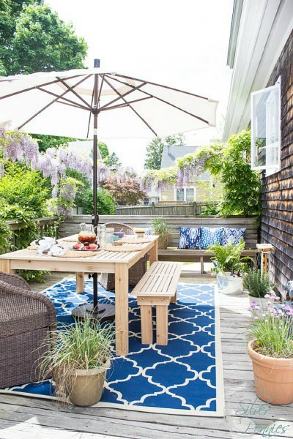 5 beautiful outdoor spaces with a french vintage vibe so for Decorating outdoor spaces