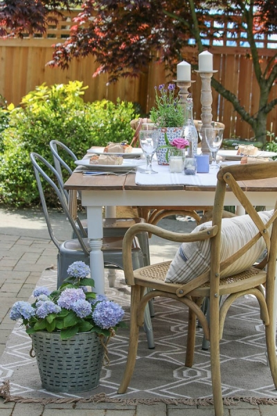 5 Beautiful Outdoor Spaces with a French Vintage Vibe