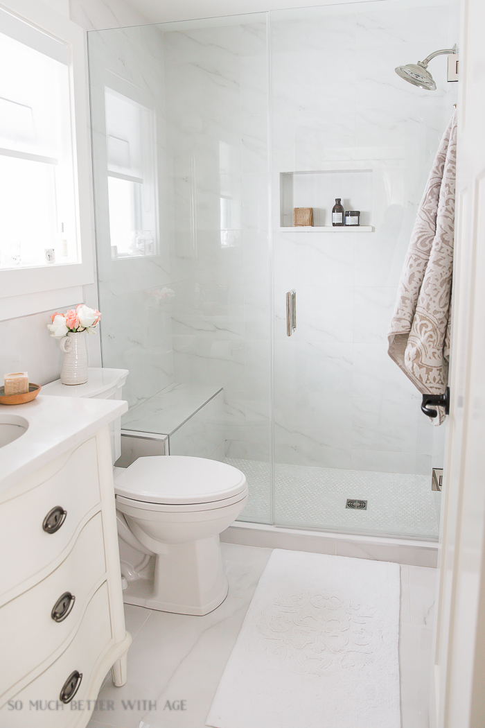 Small bathroom renovation and 13 tips to make it feel for Small bathroom reno