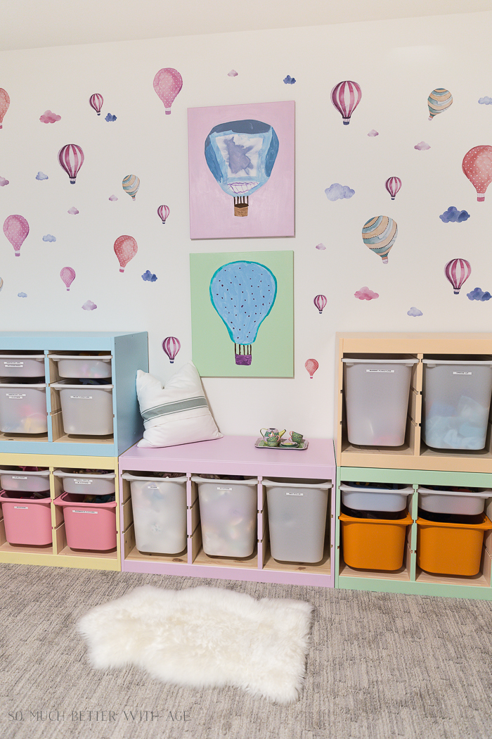 Kids' Playroom Makeover with Hot Air Balloons/hot air balloon wall decals - So Much Better With Age