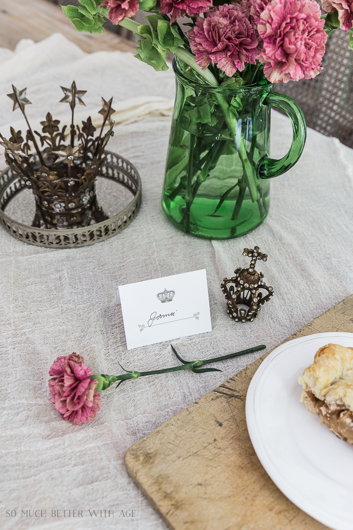 Crown and Leaf Place Card Free Printable/crowns - So Much Better With Age