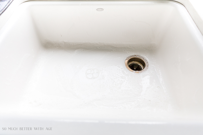 How to Clean a White Apron Front Farmhouse Sink/cleaning white sink - So Much Better With Age
