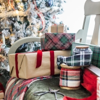 Plaid Christmas Decor in the Living Room
