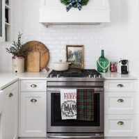 Tartan Plaid Christmas Decor in the Kitchen