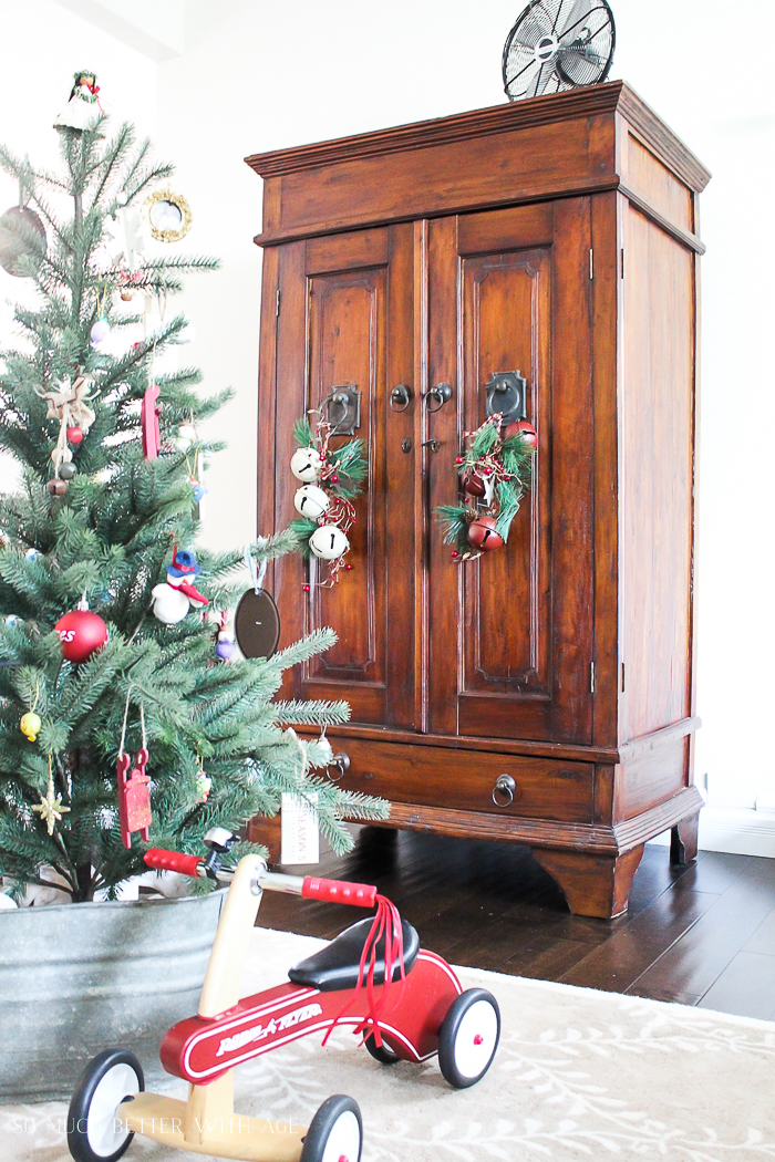 30+ Unique Christmas Decorating Ideas/galvanized tub for tree- So Much Better With Age