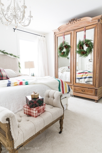 Simple Christmas Bedroom Decor